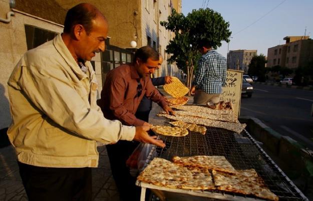 تاثیر بالا رفتن هزینههای حمل و نقل بر گرانی غیرقانونی نان